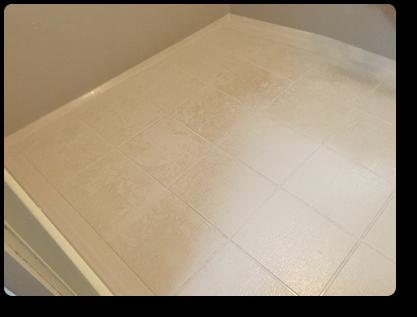 汚れが蓄積した浴室床