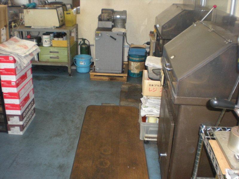 羽曳野で事務所の床ハクリ洗浄