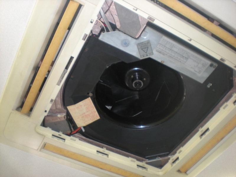 ダイキンの業務用天井カセットエアコンのクリーニング
