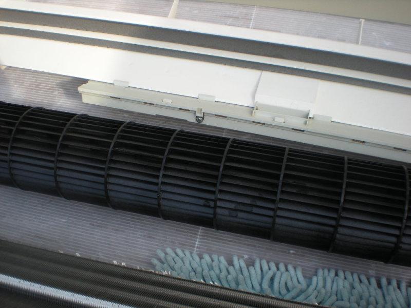 シャープ・霧ヶ峰エアコン取り外し完全分解クリーニング