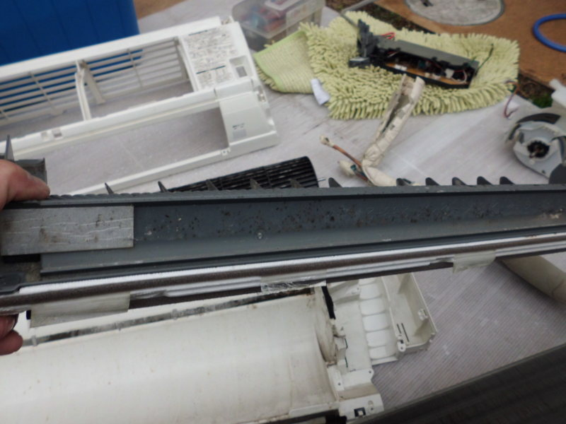三菱エアコンの取り外し完全分解クリーニング