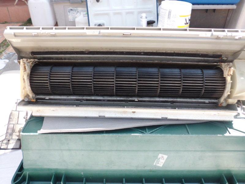 今日は、エアコン3台完全分解クリーニング