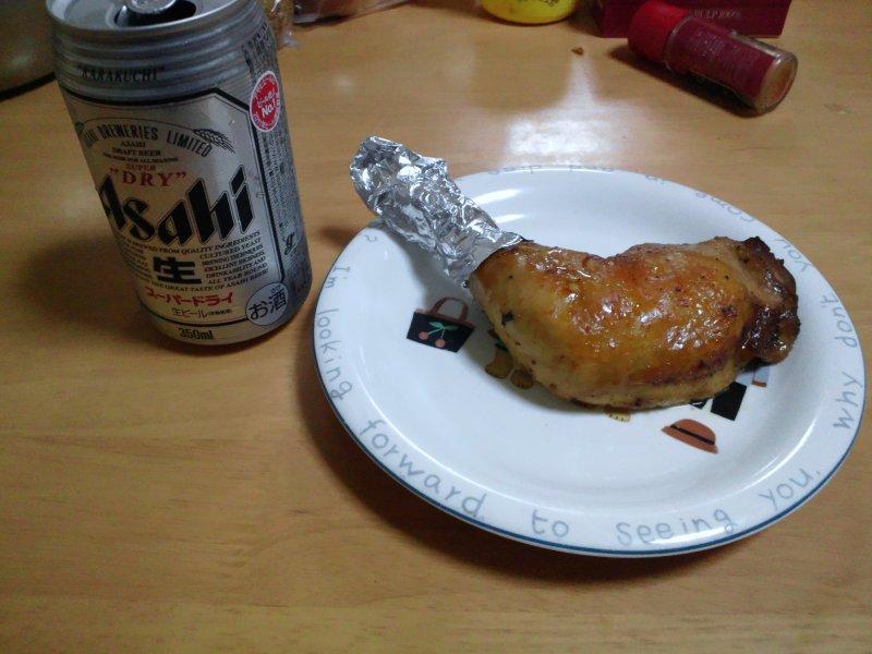 缶ビールとチキン