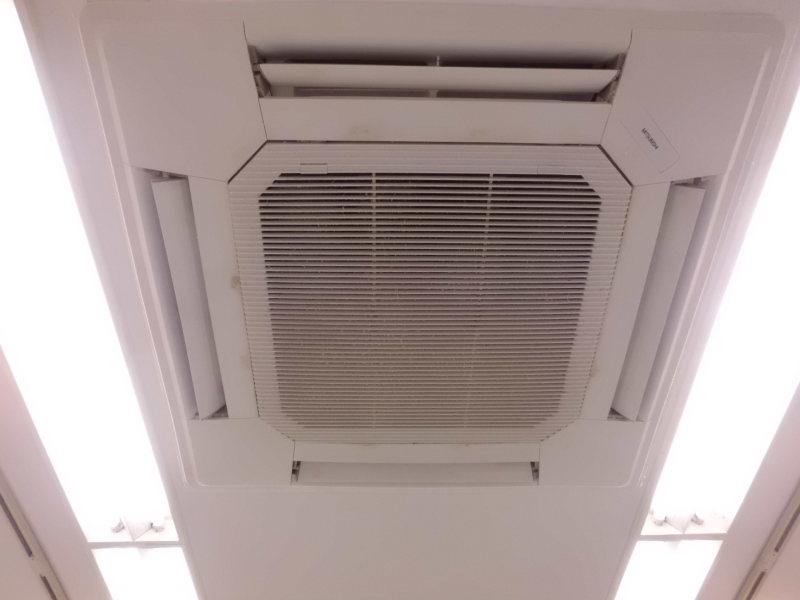 三菱業務用天カセエアコンのクリーニング