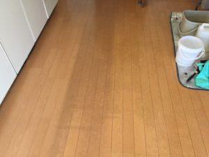 フローリング床洗浄前 大阪のエアコン・ハウスクリーニング|気になる汚れを徹底洗浄
